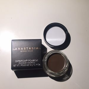 NWT Anastasia never hills dipbrow in soft brown